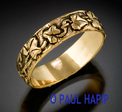 14KT. GOLD BAND WITH IVY VINE & LEAVES