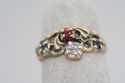 Tapered Philodendron leaf ring with 4 gems